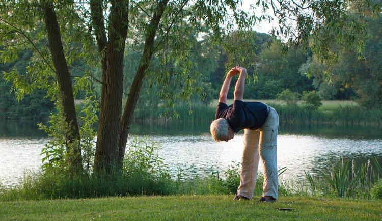 V Brně zkoumají vliv jógy na poruchy paměti starší generace