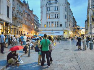 TIPY NA TÝDEN: Bonjour Brno, Cigarettes After Sex, stavba májky nebo Festival sladkostí