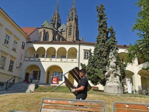 Divadlo Bolka Polívky otevírá svou Letní scénu. Sezónu odstartuje Šašek a syn