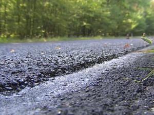 Čtyři jihomoravské silnice pokryje mikrokoberec, déle vydrží