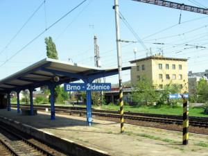 Na nádraží v Židenicích dnes ráno srazil vlak mladého muže