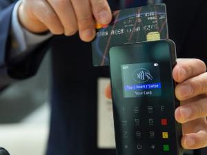 Po Brně bude jezdit už pětadvacet revizorů, u kterých zaplatíte pokutu kartou
