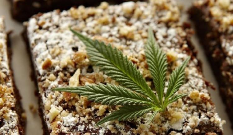 Dvacetiletý mladík s dívkou pohostili kamarádku sušenkami s marihuanou, skončila na JIPce