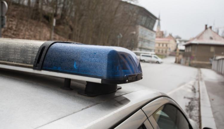 Řidička srazila seniorku, policisté hledají svědky