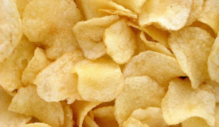 České chipsy jsou dražší a nezdravější než ty německé, chutnají ale lépe