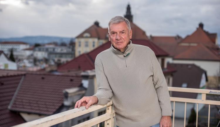 Pražská kavárna existuje, tvrdí prezidentský kandidát Vratislav Kulhánek