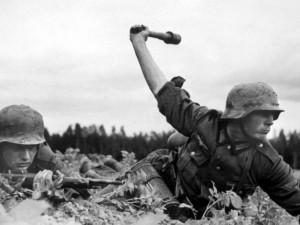 Muž našel na půdě za trámem schovaný nevybuchlý granát z první světové