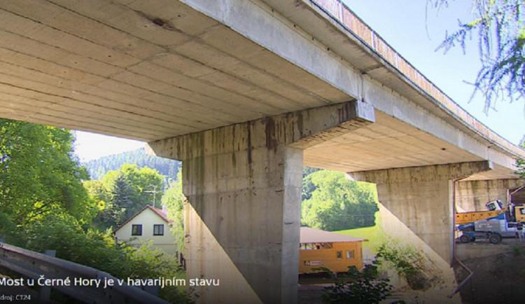 Stav podepřeného mostu u Černé Hory se horší, hrozí uzavření