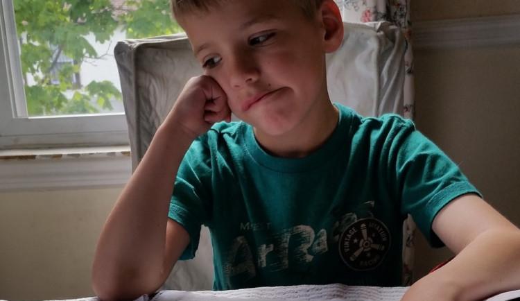Chlapec zameškal ve škole za první pololetí téměř čtyři sta hodin, rodičům hrozí vězení