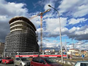 Nová Vlněna roste. Necelé dva roky od demolice textilky dokončuje developer první tři budovy