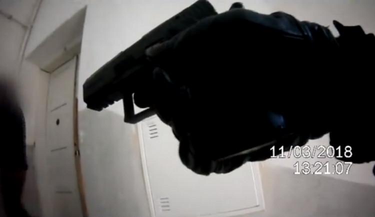 VIDEO: Zloděj se vloupal do bytu v brněnském centru, vyšel až pod výhrůžkou zbraně