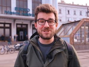 Známý novinář Janek Rubeš hledal pozitiva na brněnském hlavním nádraží. Našel hlavně špínu