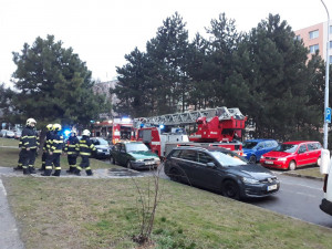 V Brně hořel panelák, čtyři lidé skončili v nemocnici