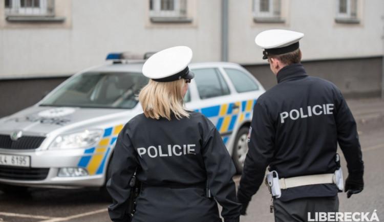 V Moravských Knínicích zkolabovala šestnáctiletá dívka, policisté jí přivedli zpět k životu