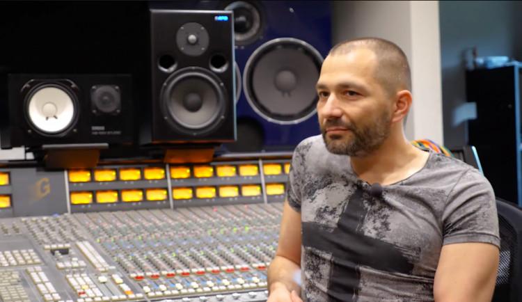 DRBÁRNA: Česká muzika je dobrá. Byl bych rád, kdyby ji fanoušci podporovali, říká zvukový inženýr Ecson Waldes