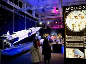 TIPY NA TÝDEN: Světová výstava o kosmonautice, festival seriálů, Majáles a Monty Pythoni