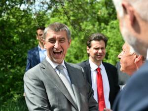 Při návštěvě premiéra v demisi lítaly v Brně miliardy