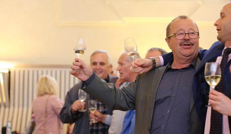 Na Valtických vinných trzích se o víkendu lámaly rekordy. Ochutnávalo se přes 700 vzorků vína