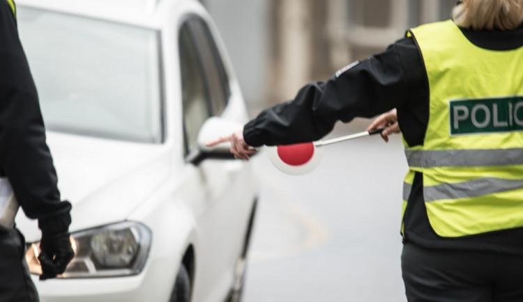 Jednadvacetiletý feťák přišel během jednoho měsíce o dvě auta. Obě mu zabavili policisté