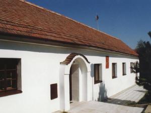 V Čejkovicích se v pátek večer zřítila část střechy domu, ve kterém žil Masaryk