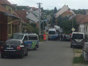 Manželský pár v Kobylí vyhrožoval exekutorům i policii zbraní. Při zásahu nejspíš padly i výstřely