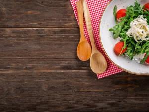 DRBNA VAŘÍ: Do vedra saláty!