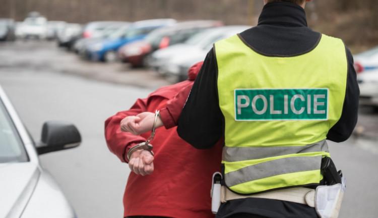 Nenapravitelný zloděj ukradl kolo babičce po operaci kyčle, policisté ho naštěstí rychle chytili