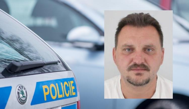 Policisté pátrají po tomto muži, může mu jít o život