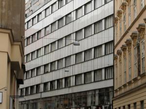 Bývalý starosta z Brněnska nabízel ke koupi městské byty v Brně. Vylákal z lidí desítky milionů