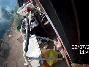VIDEO: Na Palackého vrchu v pondělí hořelo. Muž spal jen pár metrů od ohně