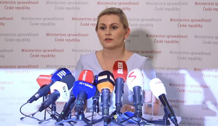 VIDEO: Za svými diplomkami si stojím. Pouze jsem někde zapomněla citovat, prohlásila dnes Malá