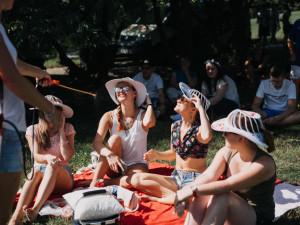 Piknik, deka, pohoda. Kraví horu ve středu na Hudebním pikniku roztančí Michal Hrůza