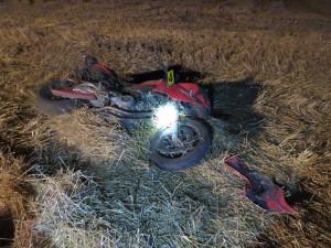 Motorkář trefil v plné rychlosti srnce. Zvíře zemřelo, řidič i spolujezdkyně utrpěli zranění