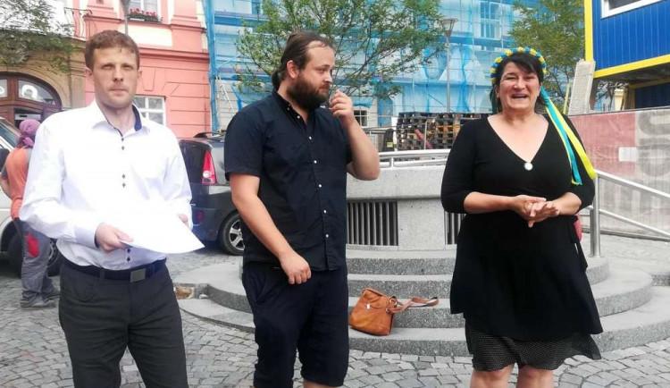 Sbírání politických bodů, teatrální gesto. Koaliční strany se opřely do Žít Brno. Ovčáček mluví o vlastizradě