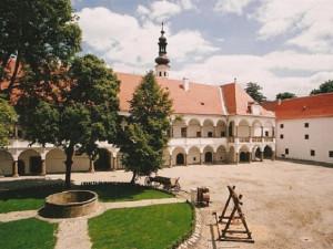 U zámku v Oslavanech vznikne koupací biotop a sportovní hřiště