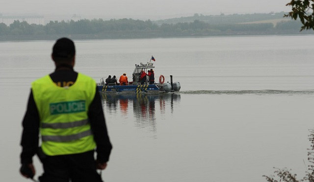 Ve vodní nádrži Nové Mlýny se o víkendu utopil mladý cizinec