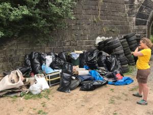 Parta kamarádů čistí ve volném čase Brno od odpadků. Chtějí založit na pravidelnou tradici