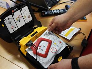 Jihomoravští policisté oživili s pomocí speciálních defibrilátorů už 36 lidí
