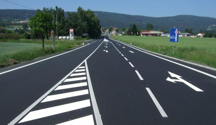 Silnice u Hrádku prošla rekonstrukcí. Nebezpečnou křižovatku nahradil kruhový objezd
