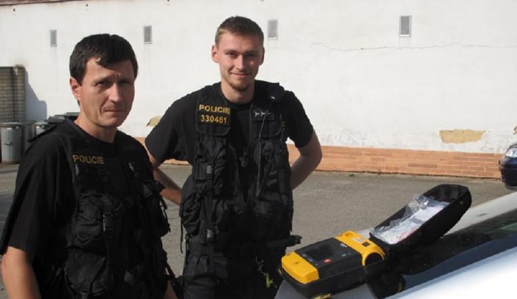 Dvojice letovických policistů pomohla při záchraně života. Přispěli i dobrovolní hasiči