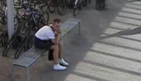 FOTO: Tento mladík ukradl z nádraží kolo. Nepoznáte ho?