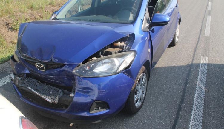 Řidička nedobrzdila auto před sebou a způsobila hromadnou nehodu. Nadýchala 3,6 promile