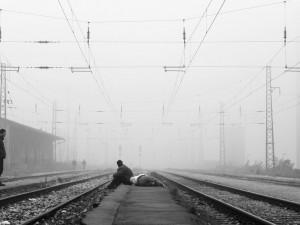 Vlak na Blanensku přejel muže, který si lehnul na koleje