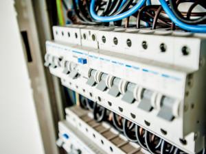 Společnosti slibující energetické aukce obcházejí zákon