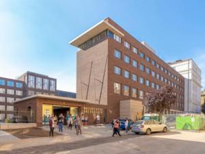 FOTO: Dlouholetá rekonstrukce Filozofické fakulty skončila. Z Fildy je moderní kampus, nabídne i kinosál