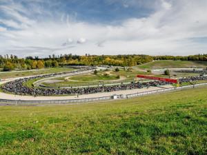 Na Masarykův okruh se o víkendu sjedou tisíce motorkářů. Chtějí překonat rekord