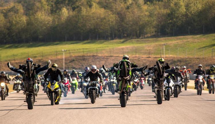 FOTO&VIDEO: V Brně uctilo památku jezdce Simoncelliho přes 2800 motorkářů