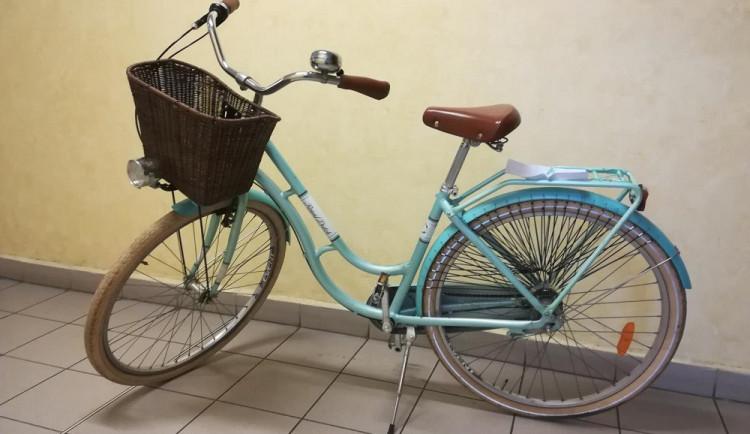 Policisté našli hezké opuštěné jízdní kolo. Nevíte, komu patří?