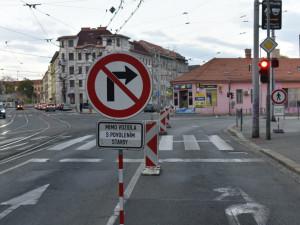 FOTO: Zábrdovická je uzavřena. Řidiči si začínají zvykat na objízdné trasy