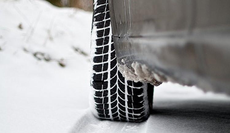 Kvalitní zimní obutí se opravdu vyplatí, radí odborníci na silniční bezpečnost